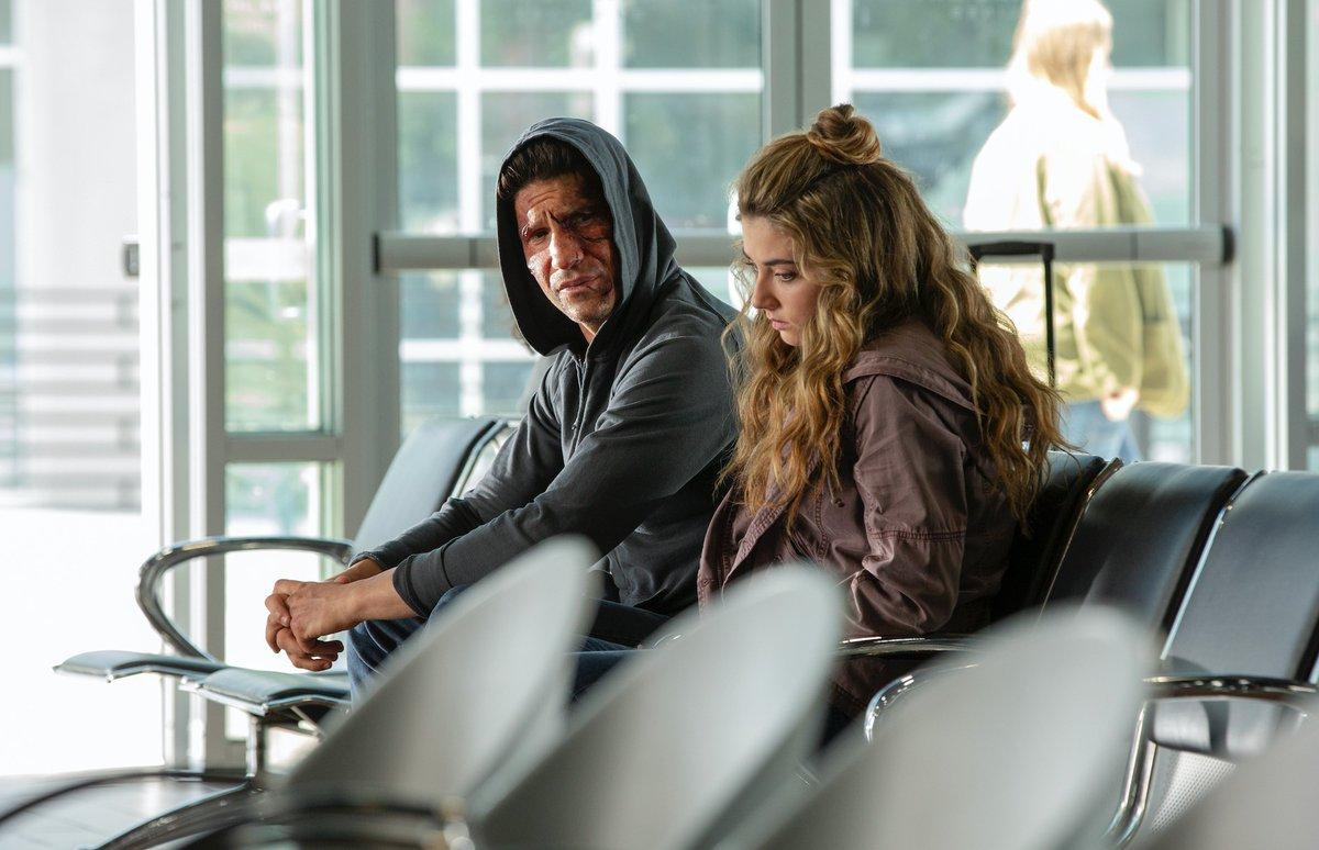 Jon Bernthal como Frank Castle y Giorgia Whigham como Amy Bendix en la temporada 2 de The Punisher. Imagen: See What's Next Twitter (@seewhatsnext).